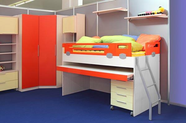 Шкаф и кровать чердак