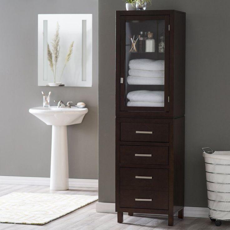Шкаф-пенал в ванную для постельного белья и полотенец