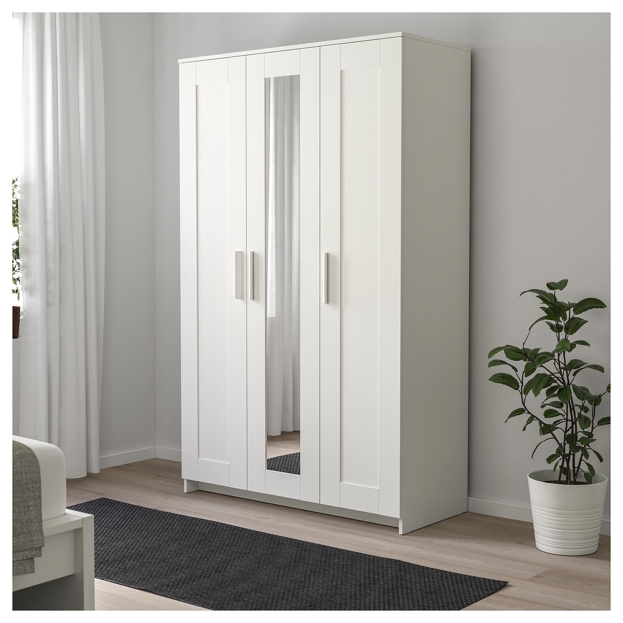 Шкаф платяной 3-дверный