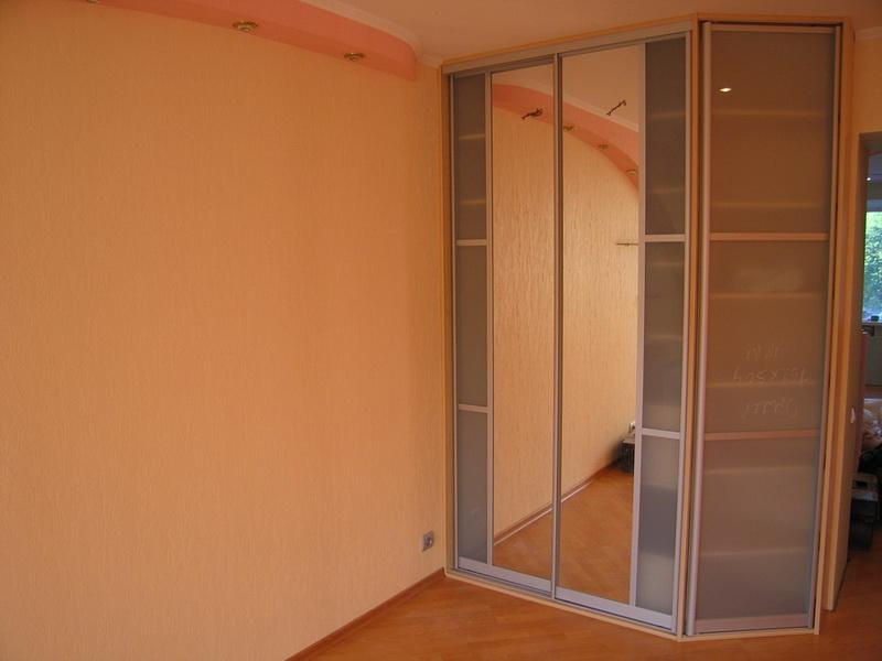 Шкаф с боковой дверкой
