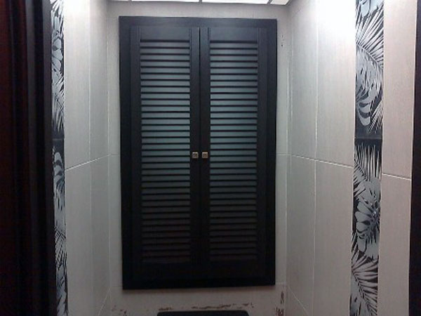 Шкаф с дверцами