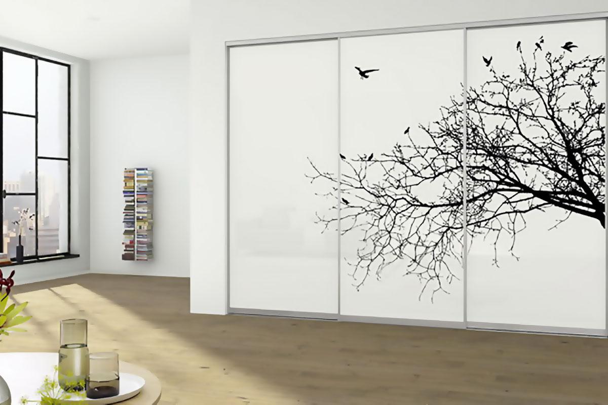 Шкаф с красивым рисунком