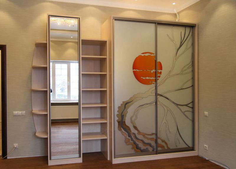 Шкаф с оригинальным рисунком