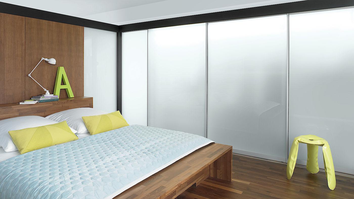 Спальня со встроенной мебелью