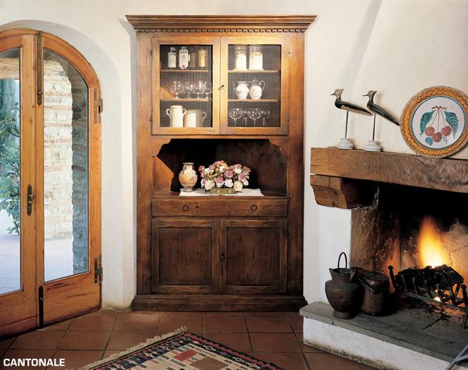 Старинный угловой буфет с четырьмя дверцами