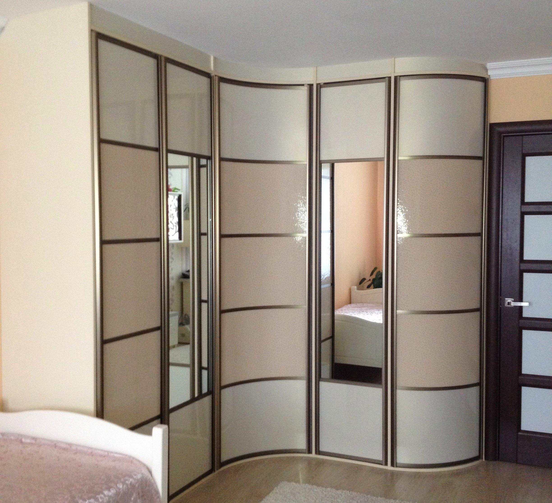 Стильный и современный радиусный шкаф-купе для комнаты или гостиной