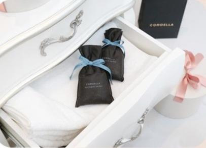 Также можно положить ароматизатор под подушку или одеяло