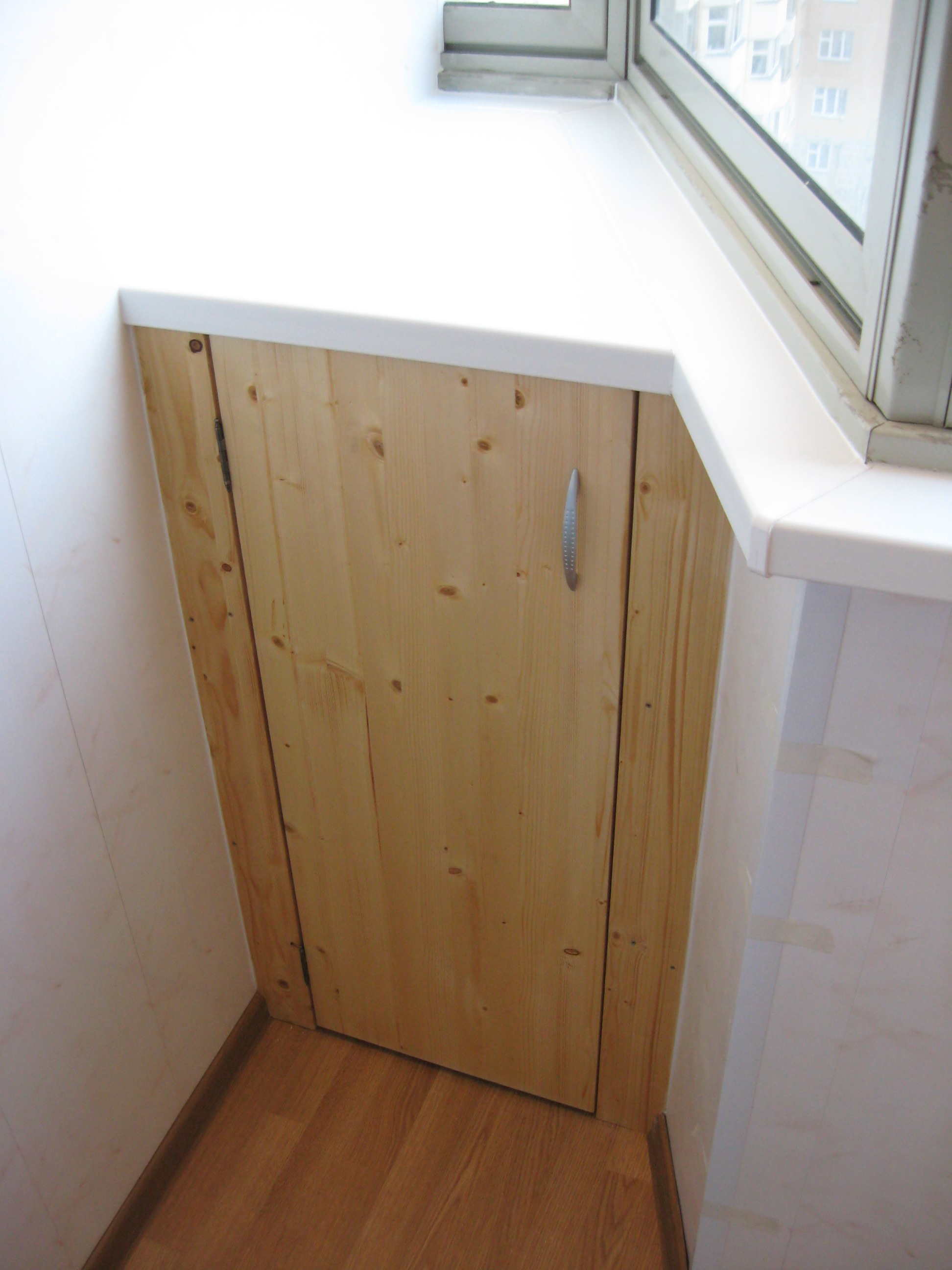 Угловой шкафчик