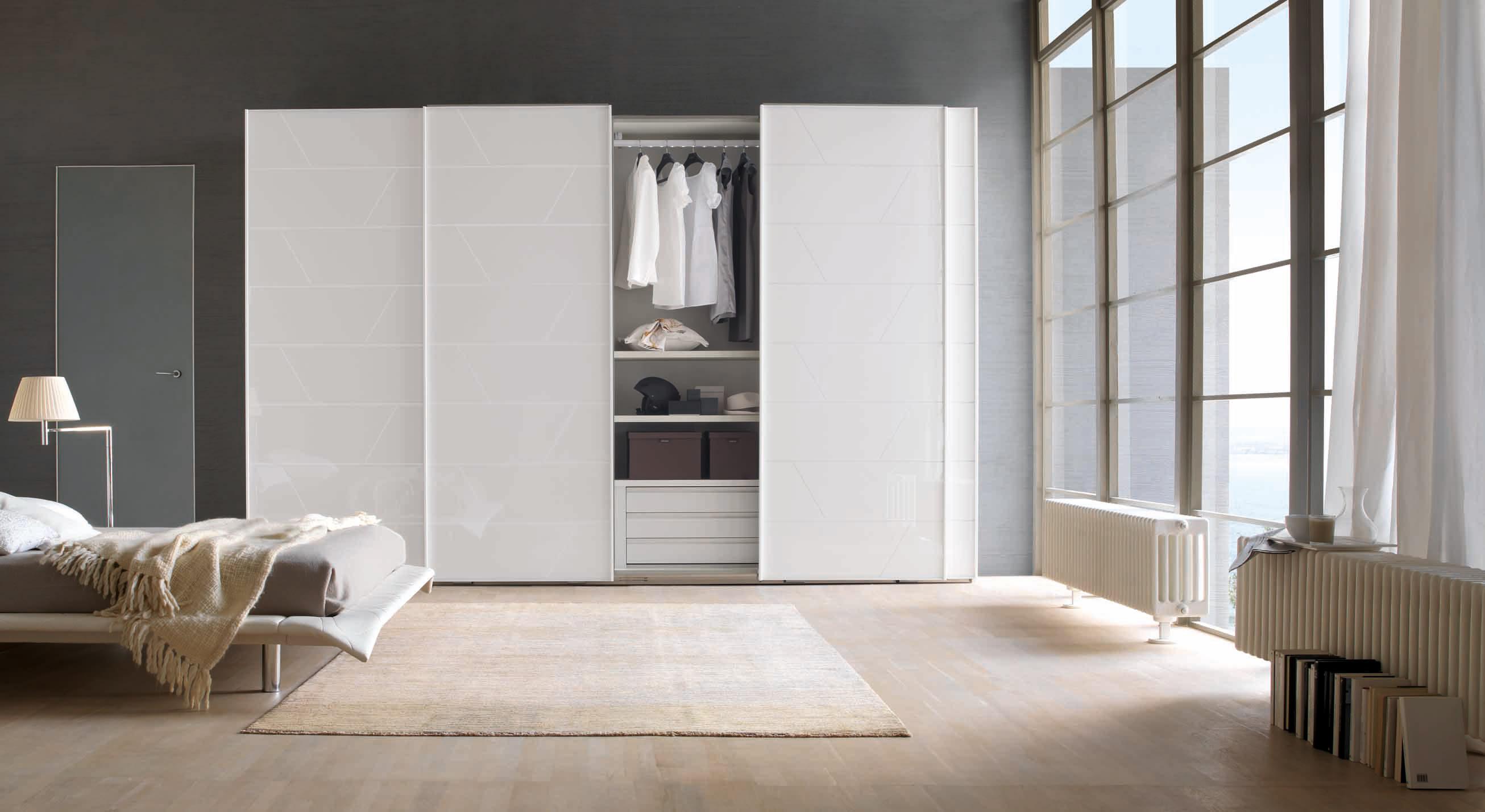 Вид белого шкафа