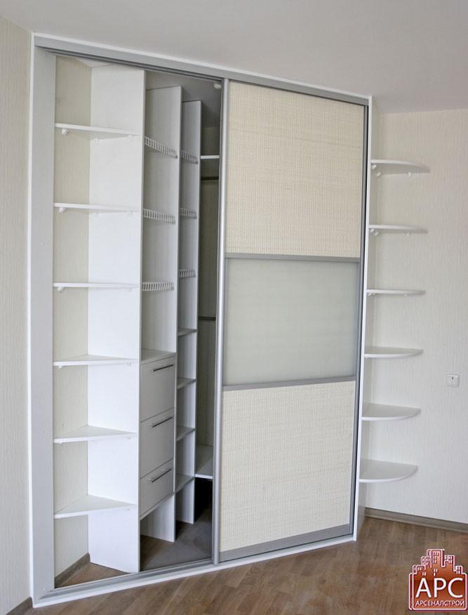 Встроенные шкафы для маленькой прихожей