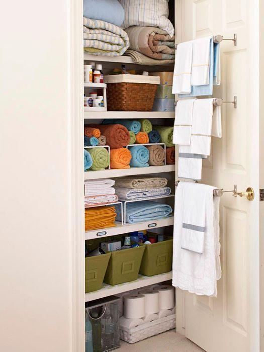 Встроенный бельевой шкаф