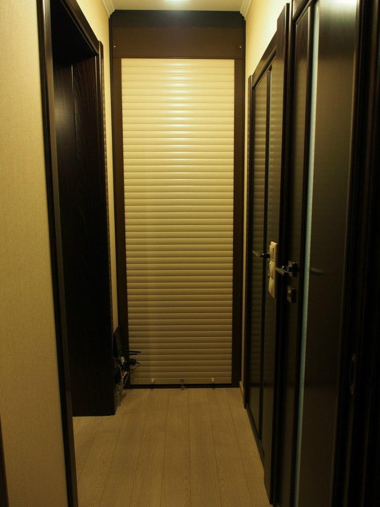 Встроенный шкаф под стиральную машину с жалюзи