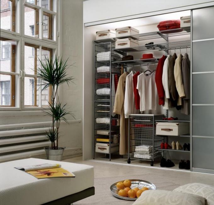 Встроенный шкаф с матовым фасадом