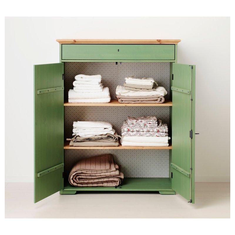 Зеленый шкаф для белья