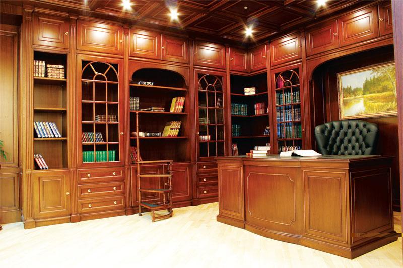 Большой рабочий шкаф