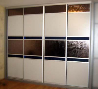 Фасад с кожаными вставками