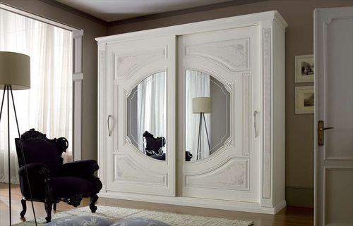 Корпусный шкаф в классическом стиле