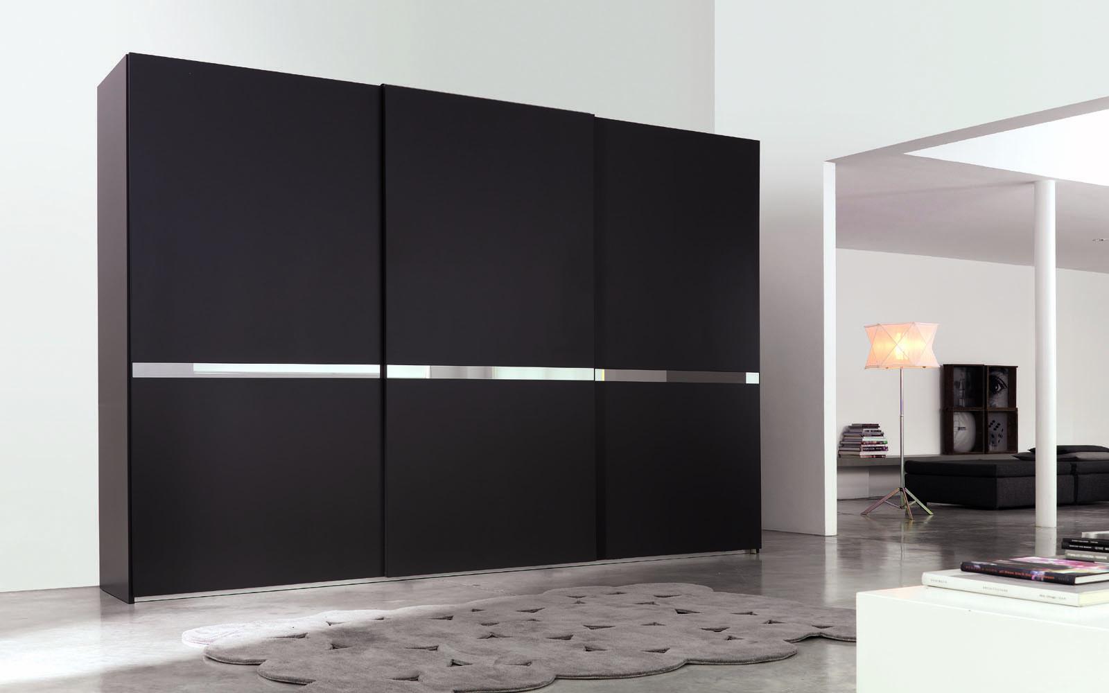 Красивый черный шкаф