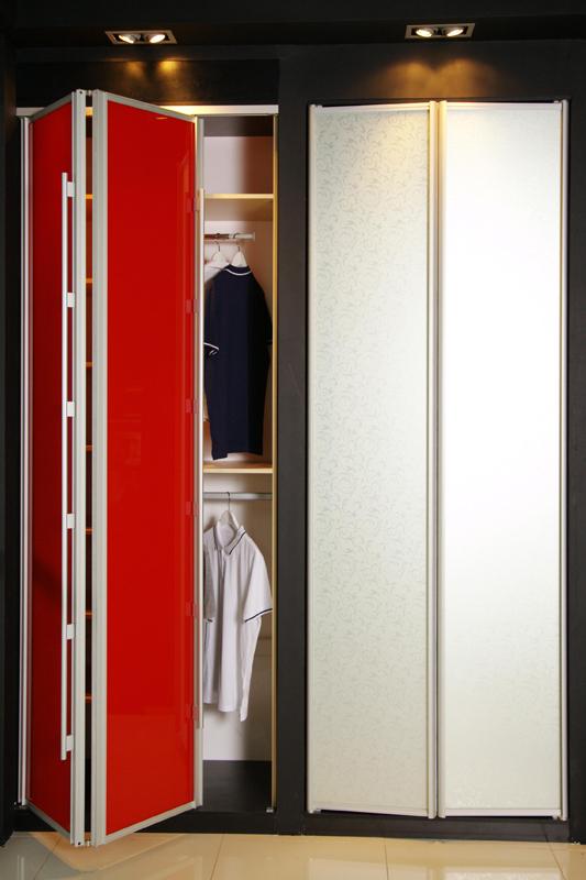 Красно-белый шкаф