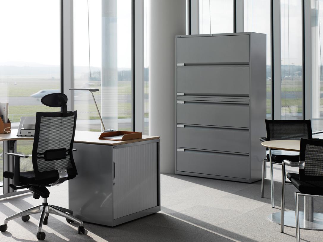 Металлический офисный шкаф