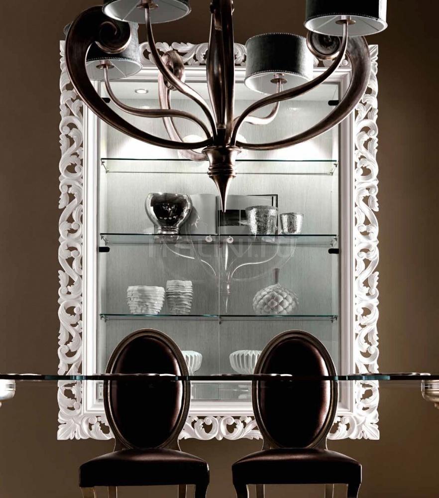 Навесной шкаф-витрина