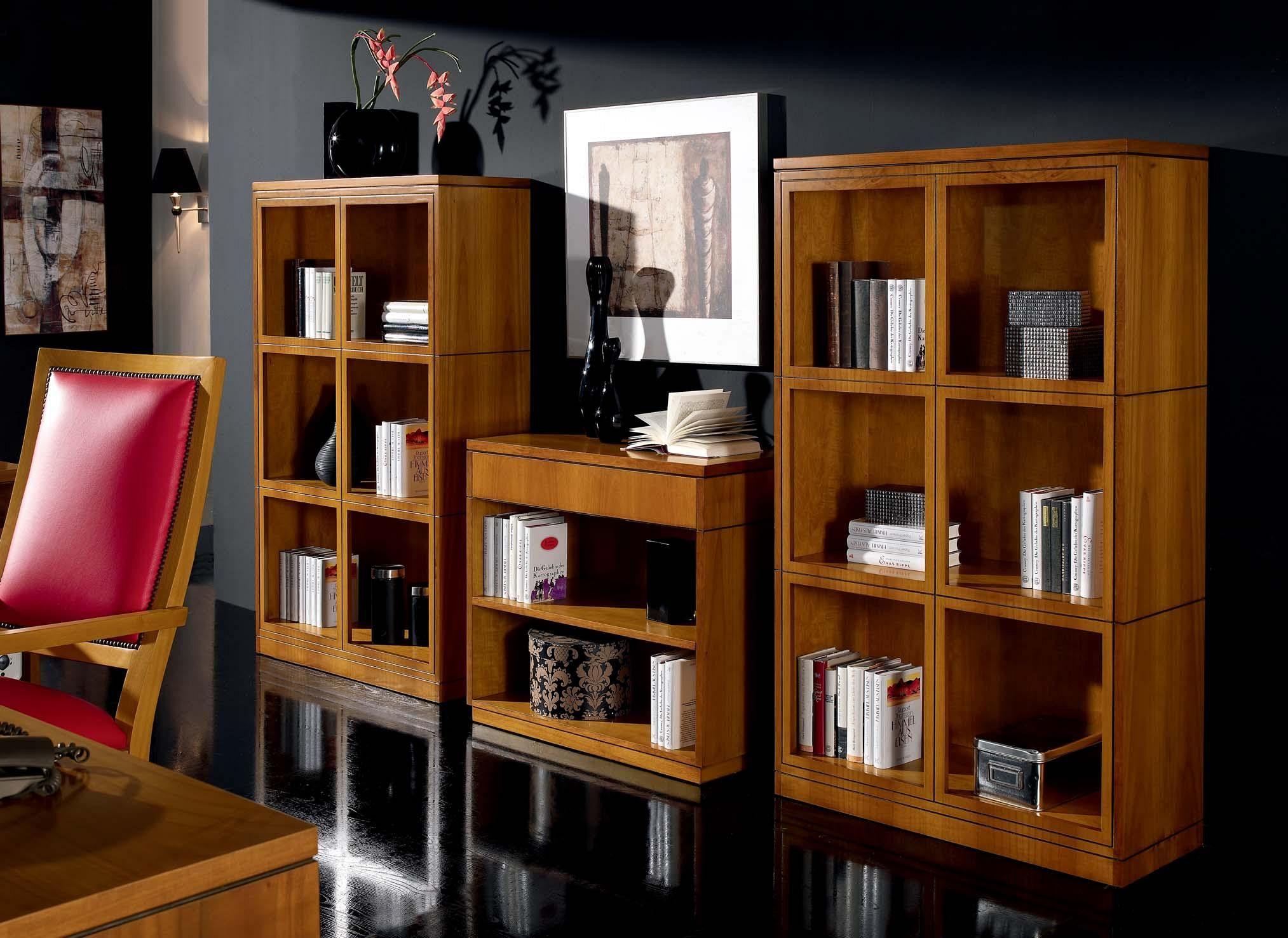 Открытые шкафы в кабинет