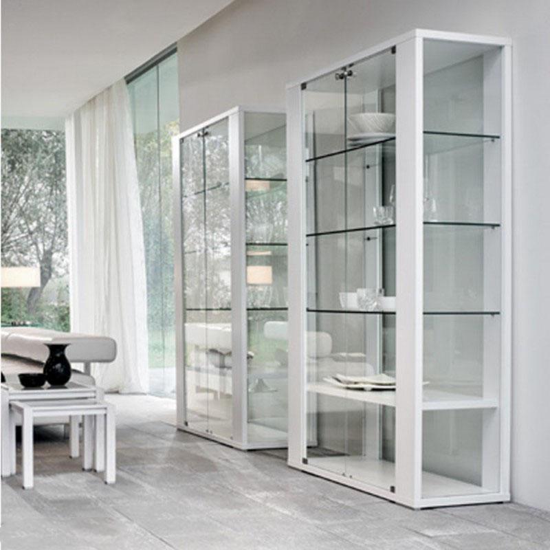 Полностью стеклянный шкаф