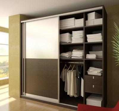 Полувстроенный узкий шкаф