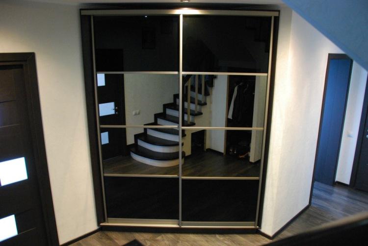 Примеры черных шкафов-купе