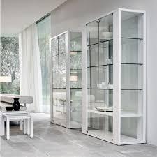 Прозрачные шкафы витрины