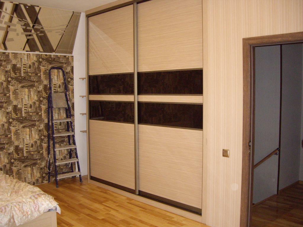 Прямой двухдверный шкаф