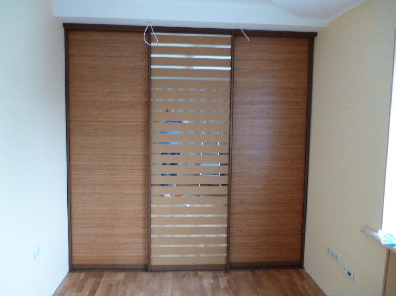 Шкаф с бамбуковым фасадом
