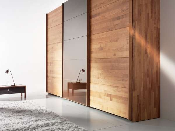 Шкаф с деревянным фасадом