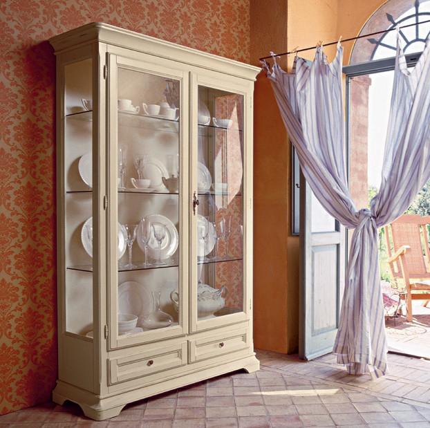 Шкаф с двумя дверьми