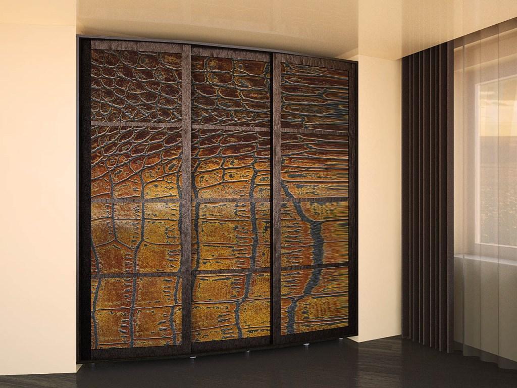Шкаф с кожаным фасадом