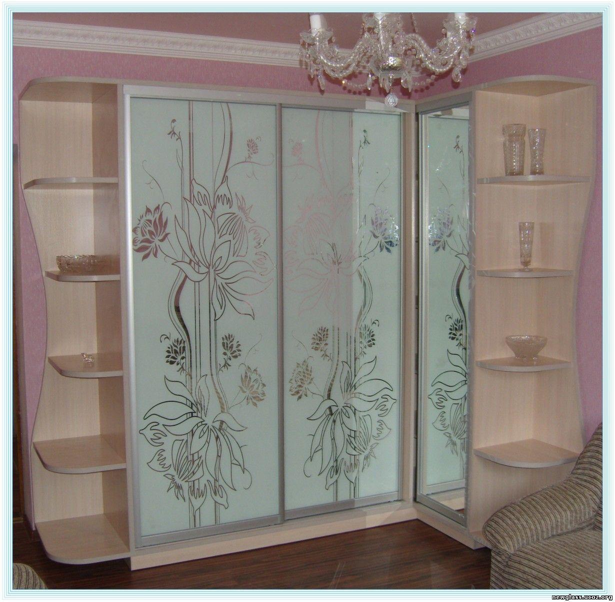 Шкаф с пескоструным рисунком