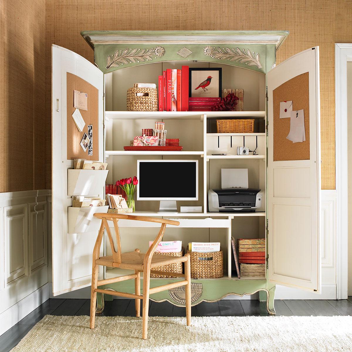 Шкаф в кабинет со спальным местом