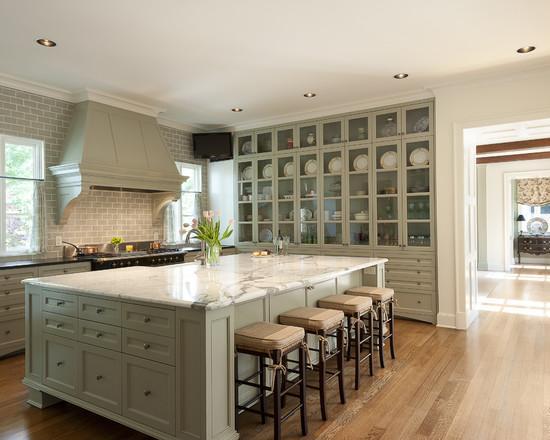 Шкафы для посуды на всю высоту стен