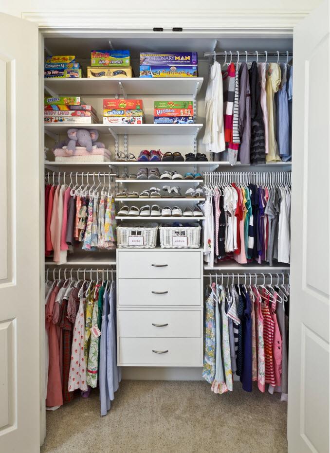 Содержимое детского шкафа