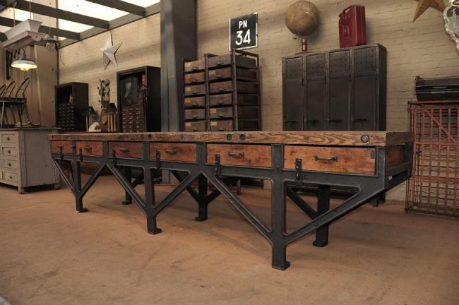 Старинная индустриальная мебель
