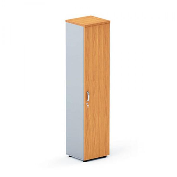 Светлый узкий шкаф