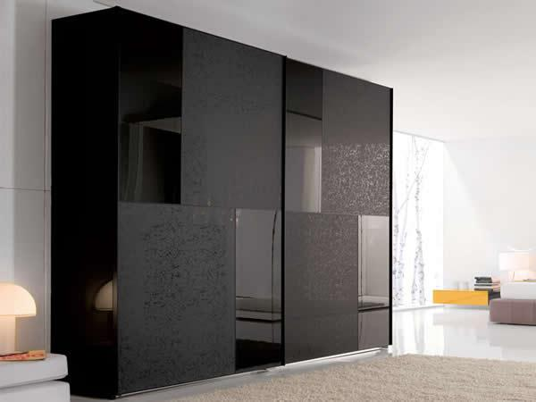 Темный стильный шкаф