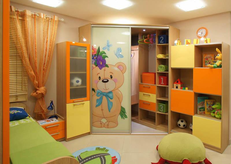 Трапециевидный шкаф для мальчика
