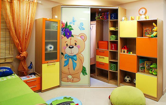 Трапециевидный шкаф в детской