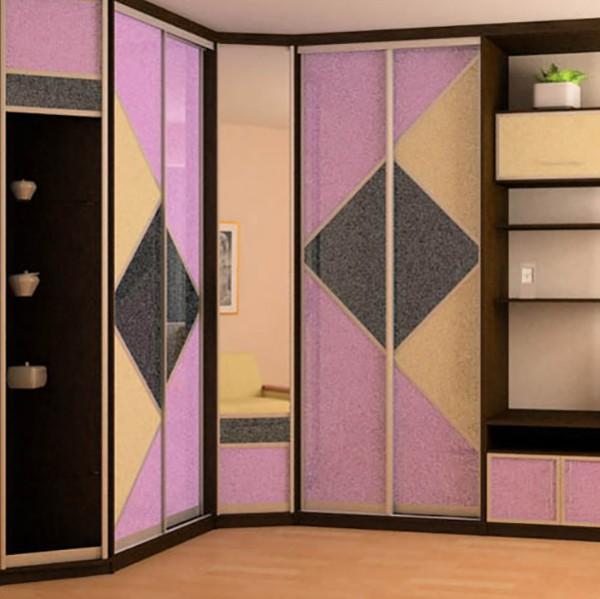 Угловой шкаф с цветным фасадом