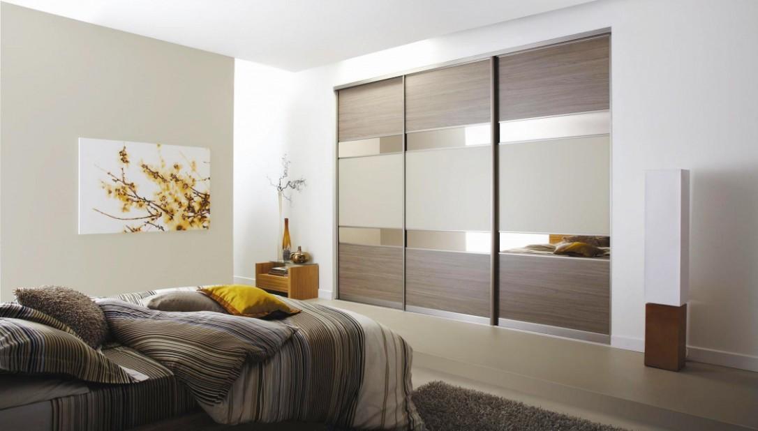 Вид спальни со шкафом купе