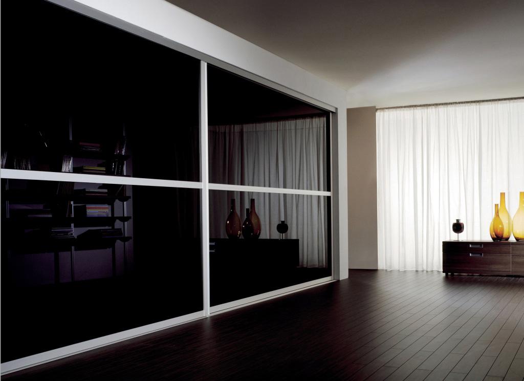Встроенная модель черного шкафа