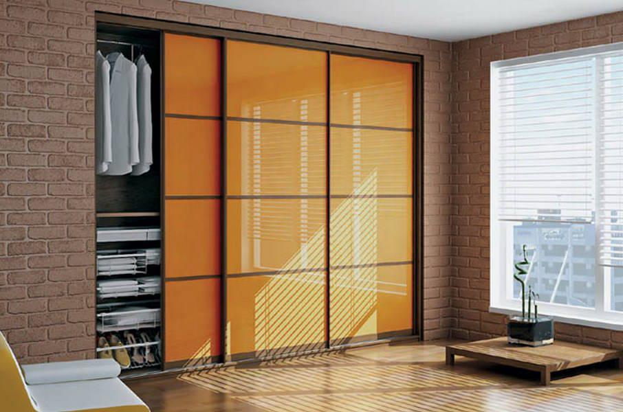 Встроенный узкий шкаф