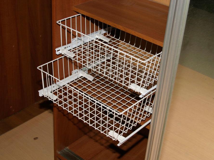 Выдвижные корзины в шкаф