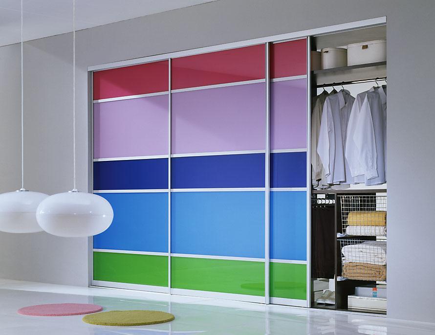 Яркий шкаф